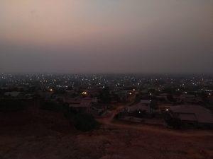 Siedlung bei Nacht